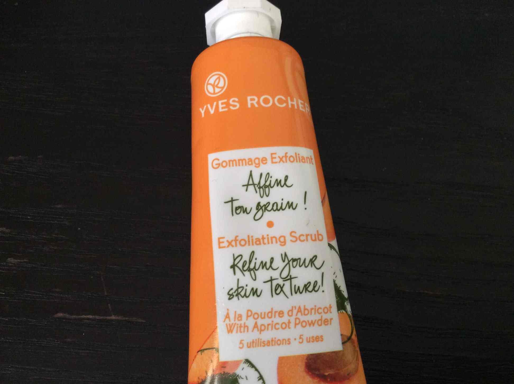 Le gommage exfoliant Affine Ton Grain à la poudre d'abricot de Yves Rocher