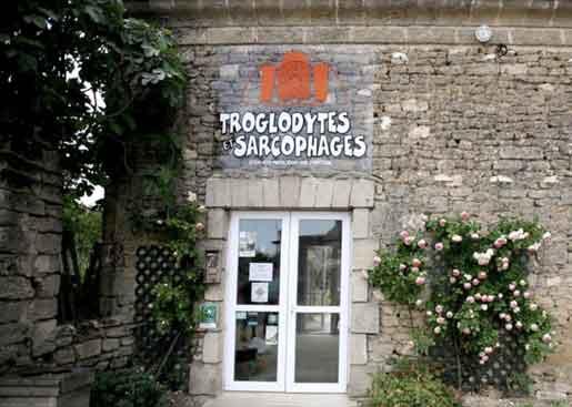 Troglodytes et Sarcophages à Doué La Fontaine