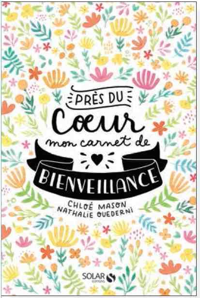 Près du coeur Mon carnet de bienveillance écrit par Chloé Mason et illustré par Nathalie Ouederni