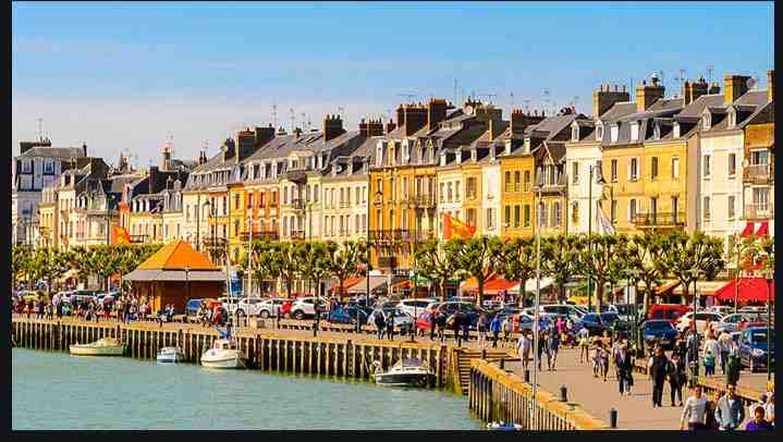 Trouville-sur-Mer, station balnéaire familiale de la côte fleurie Normande