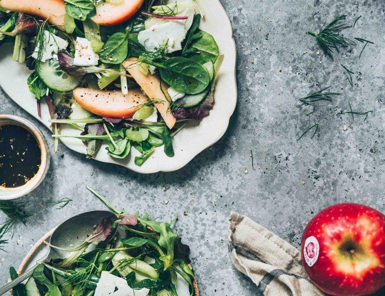 Salade green à la pomme Pink Lady, céleri et fêta