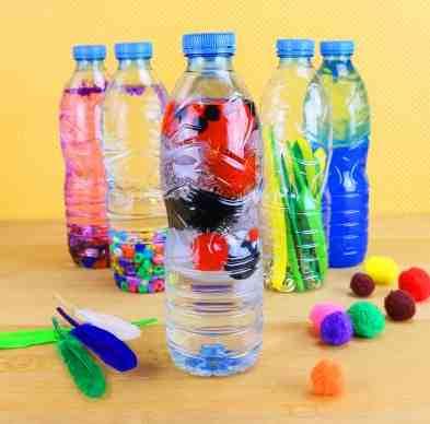 Créez des bouteilles sensorielles pour jouer avec vos jeunes enfants
