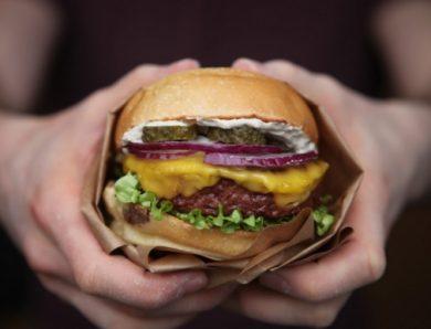 Burger Theory présente Le Minotaure, son burger vegan à la viande végétale