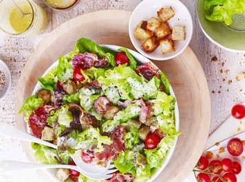 Salade bacon, laitue et tomates (Recette d'été – Recette Américaine)